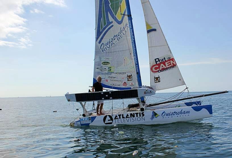 Yvan Bourgnon sur son catamaran non habitable sans GPS lors de son tour du monde